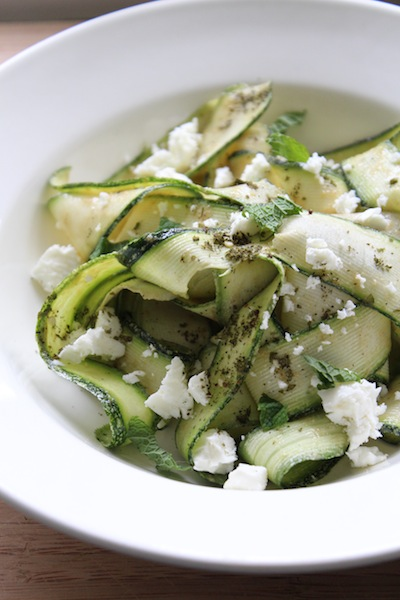 Courgette salade met tahindressing